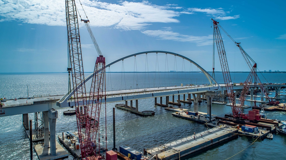 First of two arches lifted atop the new Pensacola Bay Bridge